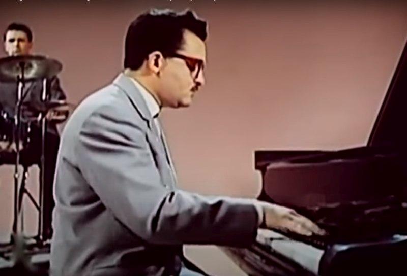 Николай Капустин в составе оркестра Олега Лундстрема, 1964 (кадр из кинофильма)