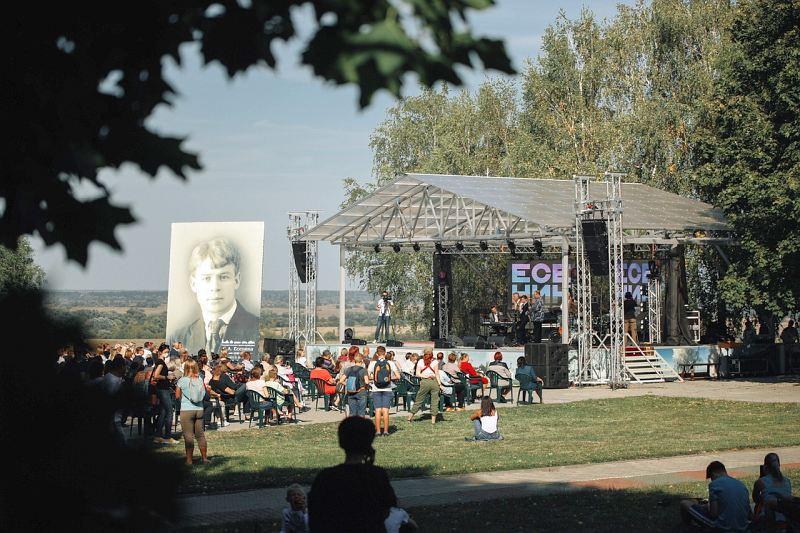 фестивальная сцена в селе Константиново