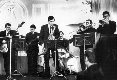 Vitaly Kleinot (center) and his band, 1971