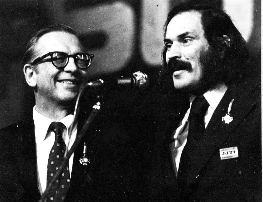Ведущий джазовых программ радиостанции Voice of America Уиллис Коновер и Алексей Баташёв, Варшава, 1977 (фото © Павел Бродовский)