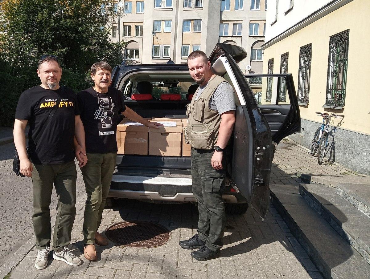 Архив Л.Б. Переверзева прибыл к дверям Джазового центра
