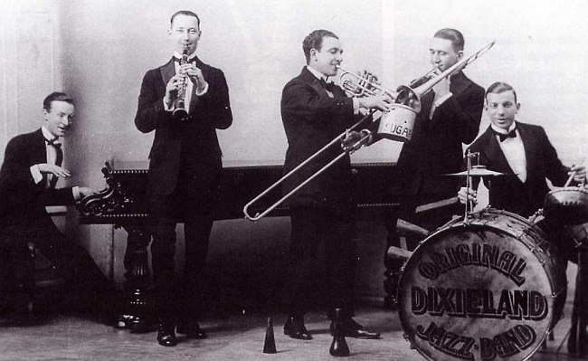 Original Dixieland Jazz Band (Ник ЛаРокка в центре)