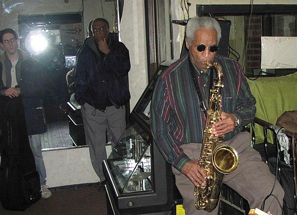 Вон Фриман (справа) на своём джеме в The New Apartment Lounge, 2002 (фото: Кирилл Мошков)