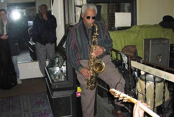 Вон Фриман в чикагском клубе The New Apartment Lounge, февраль 2002