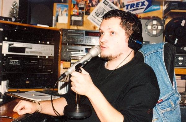 Ведущий Константин Волков в студии «Радио РаКурс», 1997