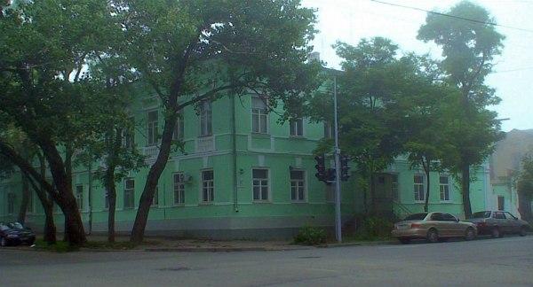 Кадр из фильма: дом и аптека Якова Парноха - отца Валентина Парнаха - в Таганроге