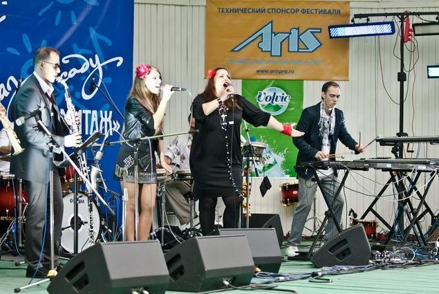«Маримба Плюс» с вокалисткой Таис Урумидис