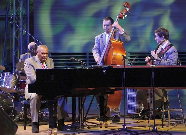 Фредди Коул и его ансамбль в Доме Музыки, 2011 (фото: Владимир Коробицын)