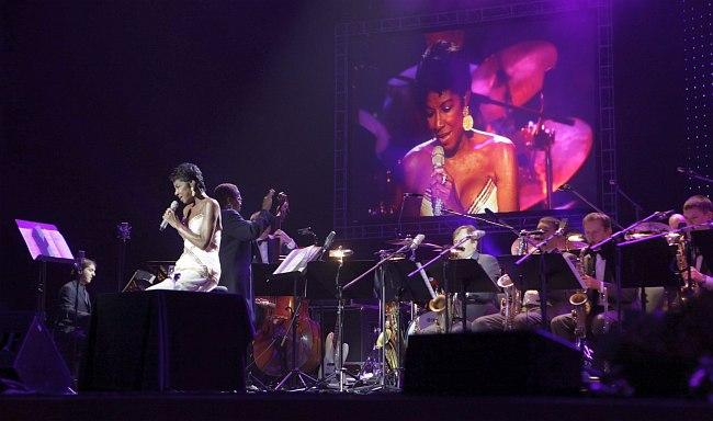 Натали Коул и оркестр Игоря Бутмана, Кремлёвский Дворец, октябрь 2011 (фото © Владимир Коробицын)