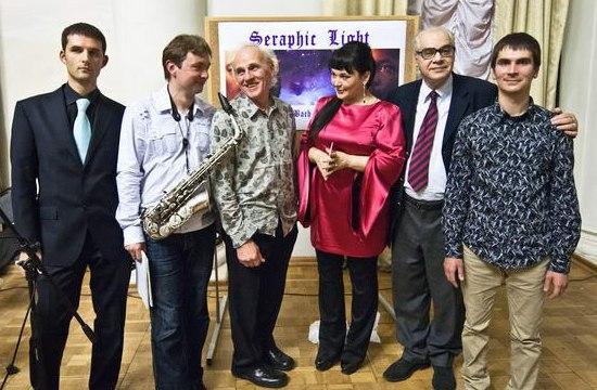 Участники концерта и Михаил Сапожников