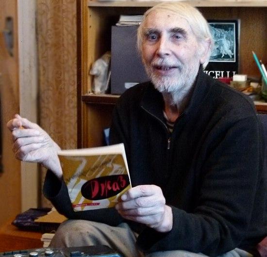 Валерий Мысовский, февраль 2011 (в руке у музыканта - его совместная с В.Б.Фейертагом брошюра «Джаз», 1960)