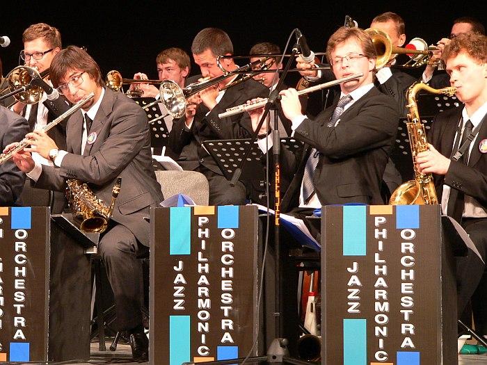 Jazz Philharmonic Orchestra на сцене Тихвинского ДК (фото: Никита Мошков, 2012)