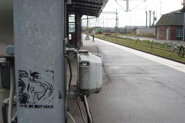 На железнодорожном вокзале Истада: Until We Meet Again