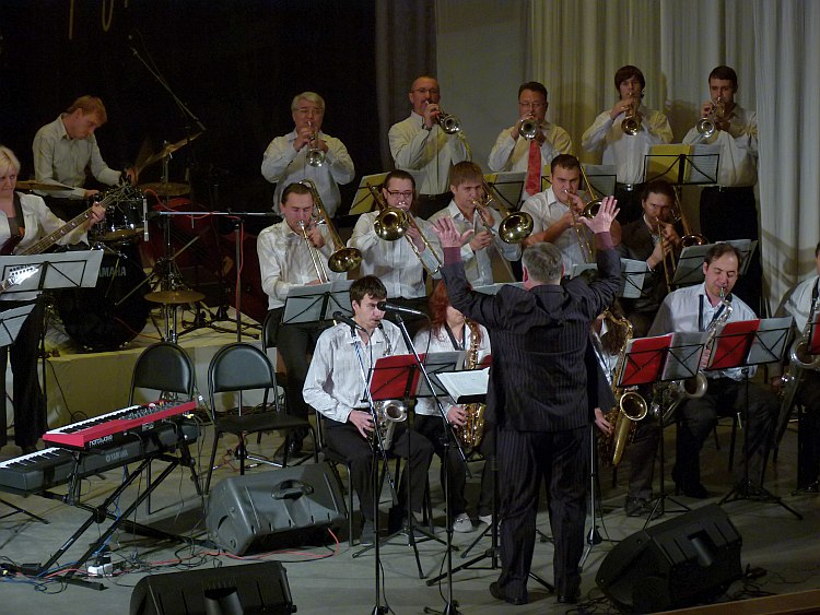 Биг-бэнд Таганрогского музыкального колледжа п/у Владимира Фомичёва