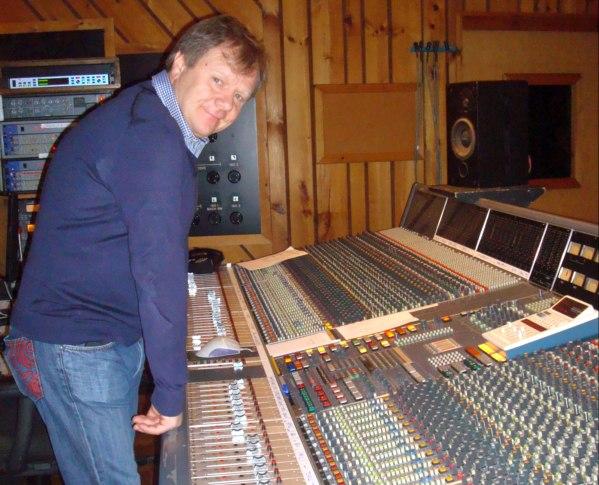 Игорь Бутман за консолью студии Avatar