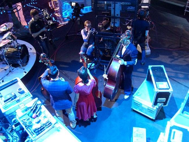 За кадром программы «Большой джаз»: готовятся к выходу участники-контрабасисты