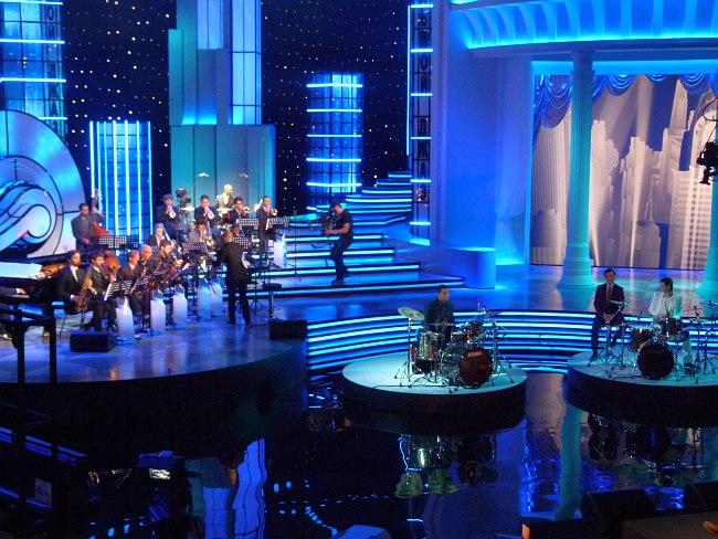 В студии программы «Большой джаз»: показ конкурсантов-барабанщиков