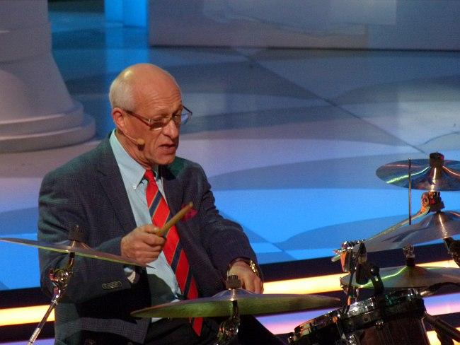 В студии программы «Большой джаз»: драматический момент - председатель жюри Давид Голощёкин обосновывает своё решение на практике