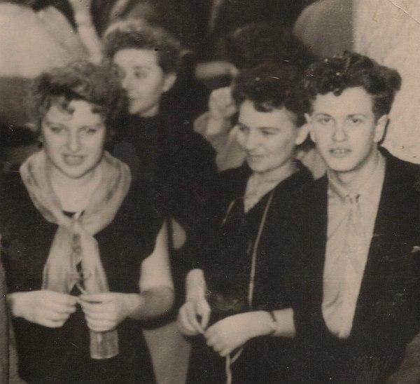 Светлана Иванова (слева) и Анатолий Кролл (справа), 1957
