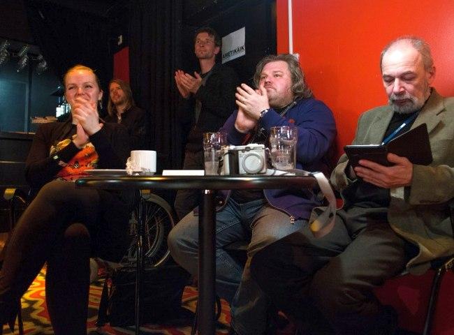 Публика в джаз-клубе театра No99: вокалистка Кадри Вооранд, продюсер московского лейбла ArtBeat Николай
