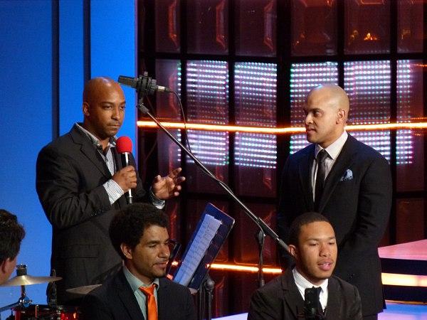 Джазовые дипломаты: Адонис Роуз (с микрофоном) и Ирвин Мэйфилд