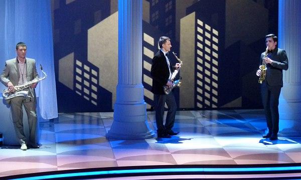 Дмитрий Мосьпан и Денис Швытов слушают конкурсное соло Эльдара Цаликова