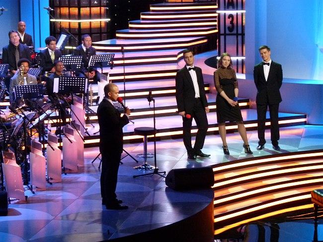 Ирвин Мэйфилд участвует в обсуждении представления пианистов (справа от оркестра: Алексей Чернаков, Светлана Маринченко, Григорий Паламарчук)