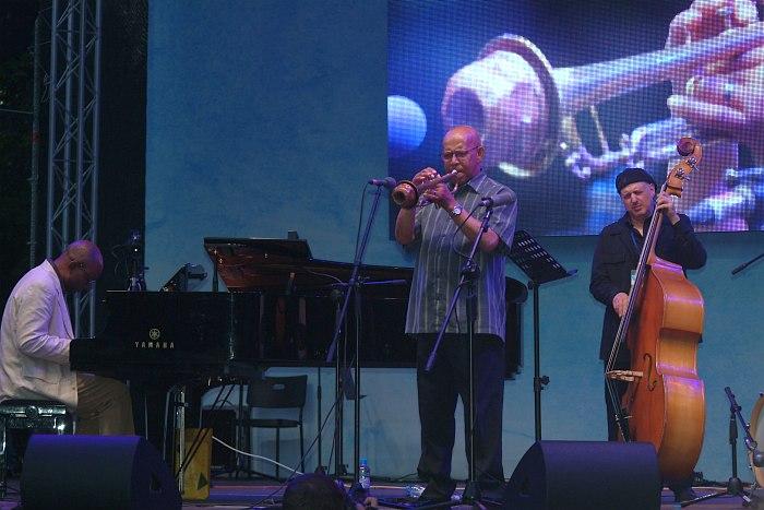 Eddie Henderson & The Aperturistic Trio