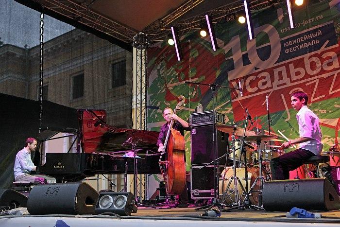 Avishai Cohen Trio на фестивале «Усадьба Jazz 2013» (фото: Владимир Коробицын)