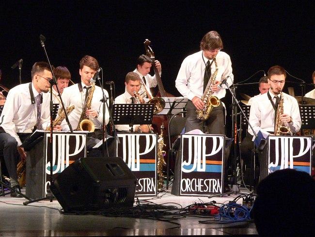 Jazz Philharmonic Orchestra (солирует Кирилл Бубякин)