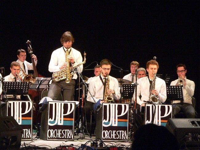 Jazz Philharmonic Band (С.-Петербург). Солирует со-лидер оркестра - Кирилл Бубякин.