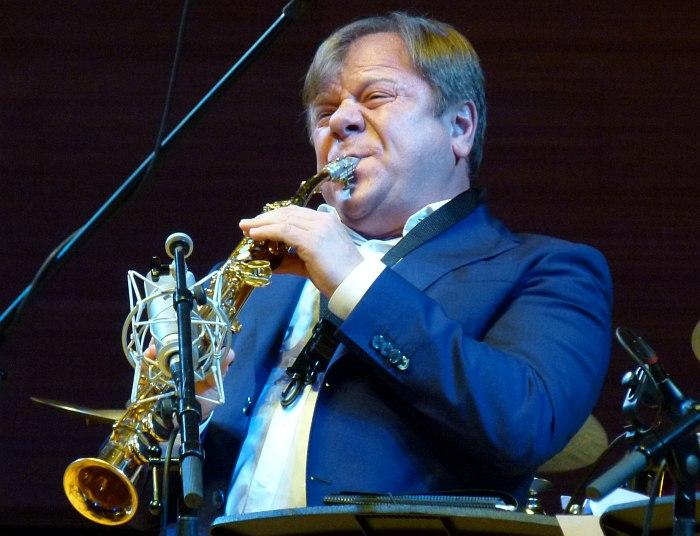 Продюсер фестиваля «Триумф Джаза» - Игорь Бутман - играет с Московским джазовым оркестром