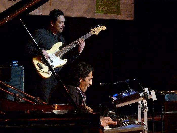 Avesto: братья Джафар (бас) и Джасур (клавишные) Халиловы
