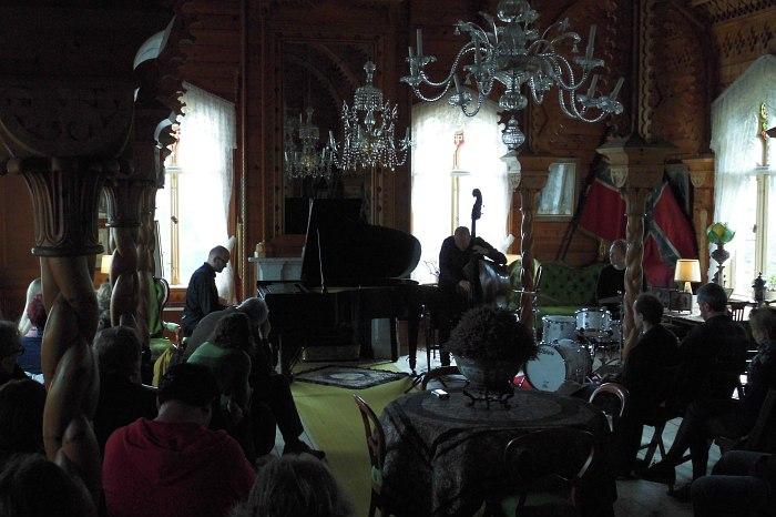 Eyvind Austad Trio в гостиной виллы Уле Булла
