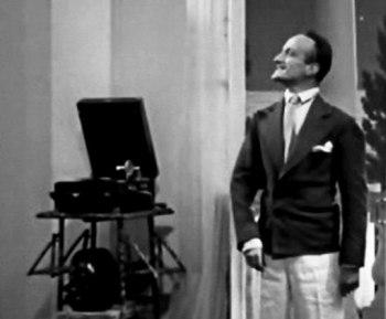 Валентин Парнах в эпизодической роли (фильм «Весёлые ребята», 1934)