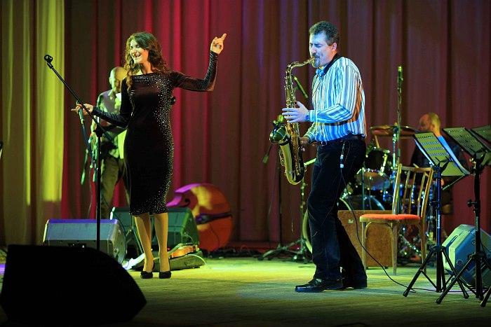 Екатерина Пронягина и саксофонист Влад Сухих