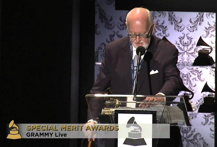 Брюс Ландвалл принимает Grammy, 2011