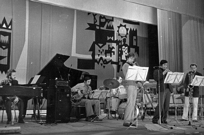 Ансамбль Юрия Чугунова (крайний справа), за барабанами Борис Савельев