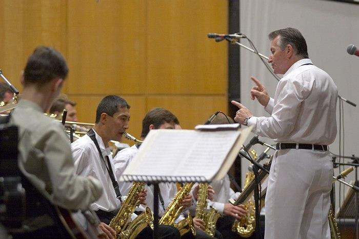 Владимир Толкачёв ведёт репетицию. Фото: Виктор Дмитриев