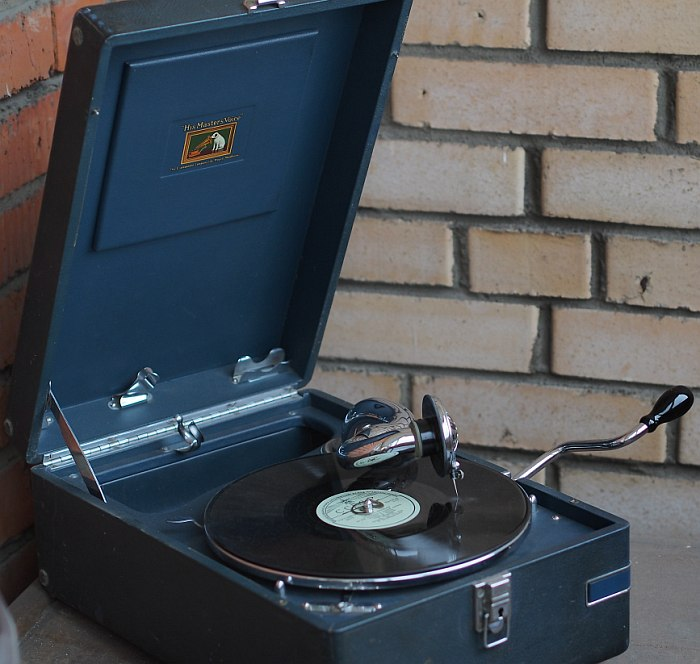 His Master's Voice 102c 1936 compact gramophone