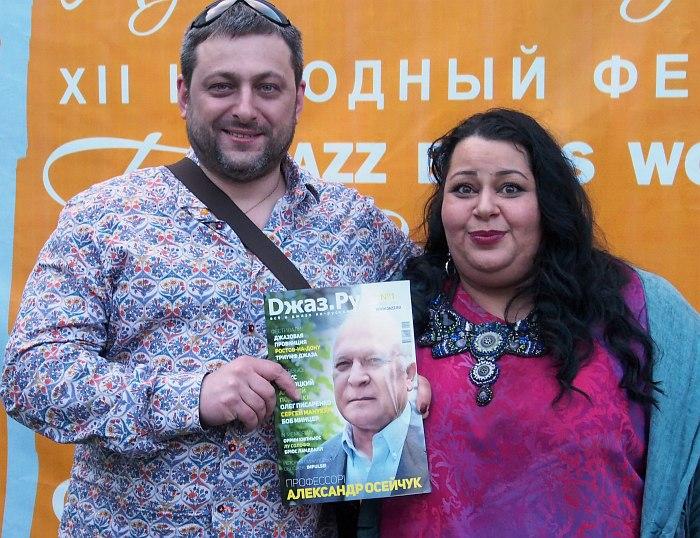 Армен и Мариам Мерабовы в Вологде с нашим изданием в руках