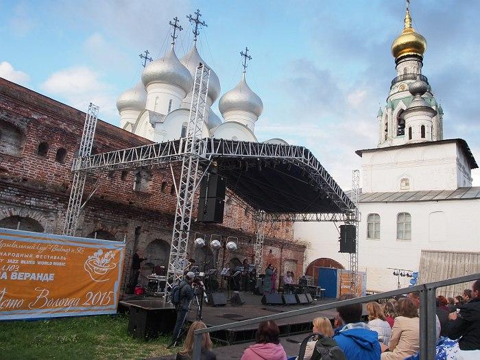 Консисторский двор Вологодского кремля: «Блюз на веранде»