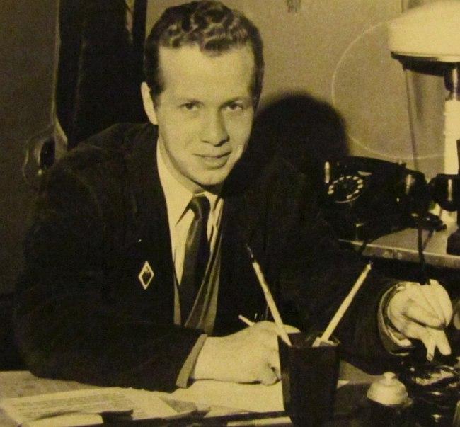 Секретарь Комитета ВЛКСМ завода «Борец» Павел Барский, 1962