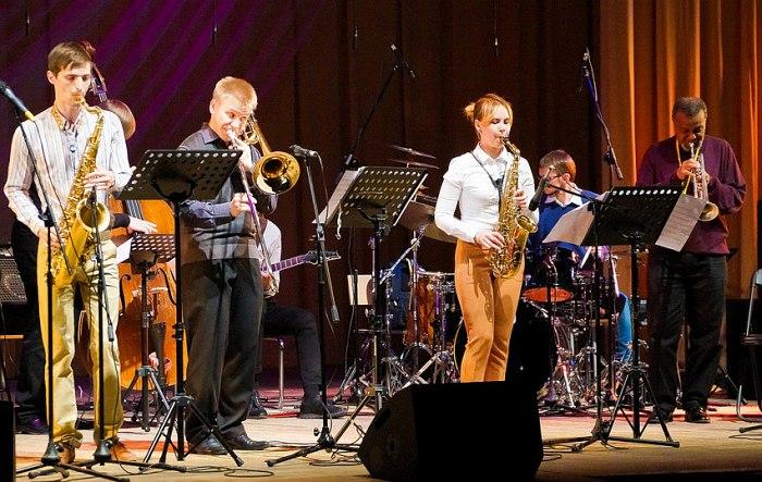 Ансамбль Новосибирского музыкального колледжа п/у Олега Петрикова
