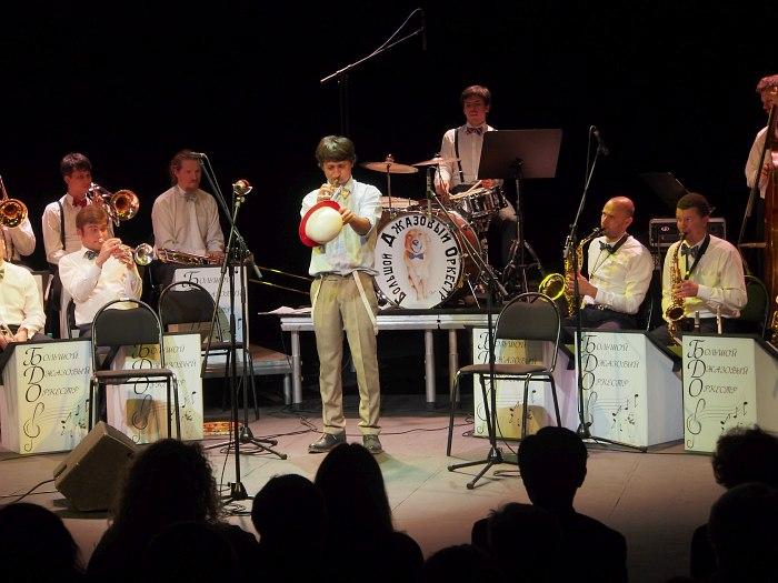 Большой Джазовый Оркестр (в центре - Пётр Востоков)