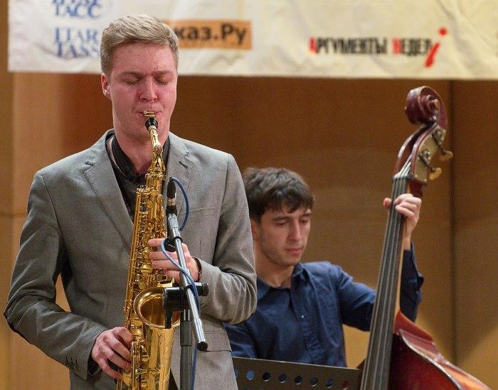 Антон Чекуров (альт-саксофон)