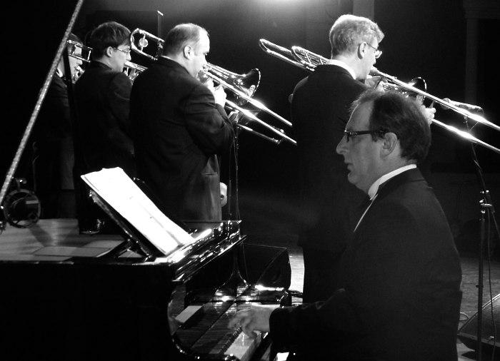 «Тромбон-Шоу» Максима Пиганова. За роялем — Лев Кушнир