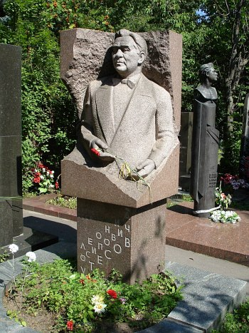 Могила Л.О. Утёсова на Новодевичьем кладбище