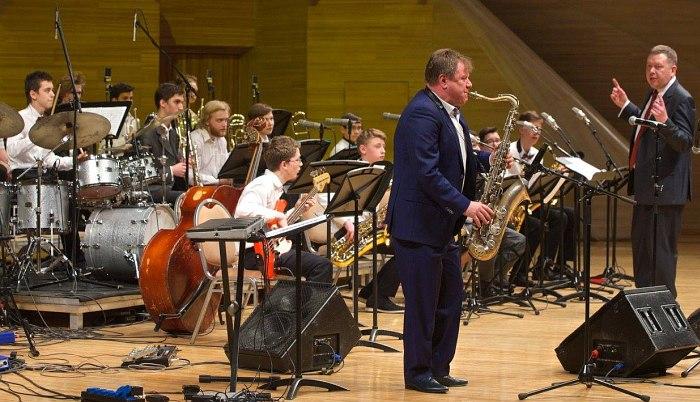 Игорь Бутман солирует в оркестре «Триумф»
