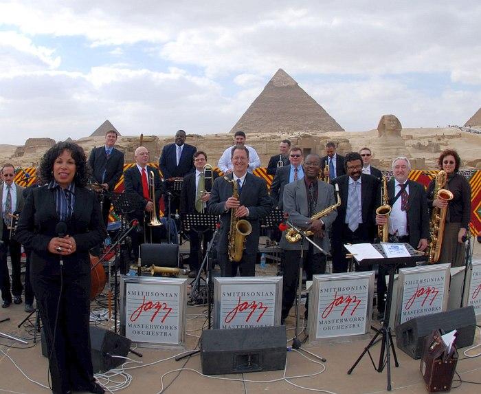 Smithsonian Jazz Masterworks Orchestra в Египте (Дэвид Бейкер - третий справа в первом ряду)